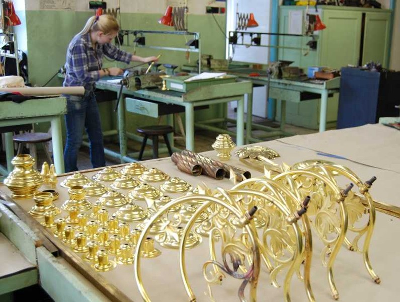 Restauration of the Dutch chandelier in our school