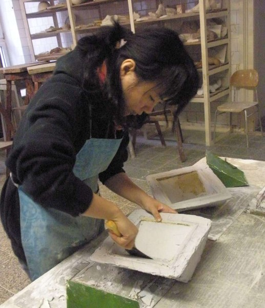 Zhu Li Yue making mold